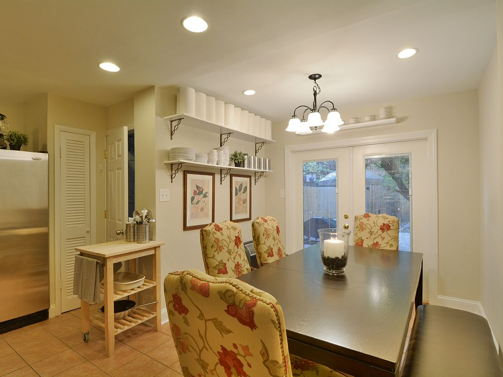 senate dining room. Dining Table GoVacation Rental Homes  Elegant Row House located 1 2 block from